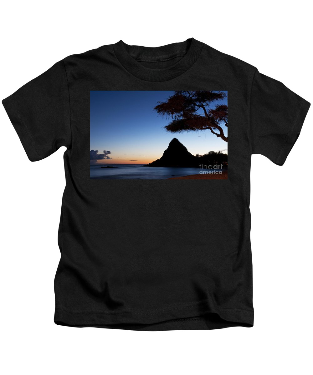 Bay Kids T-Shirt featuring the photograph Sunset At Pokai Bay by Bill Bachmann - Printscapes