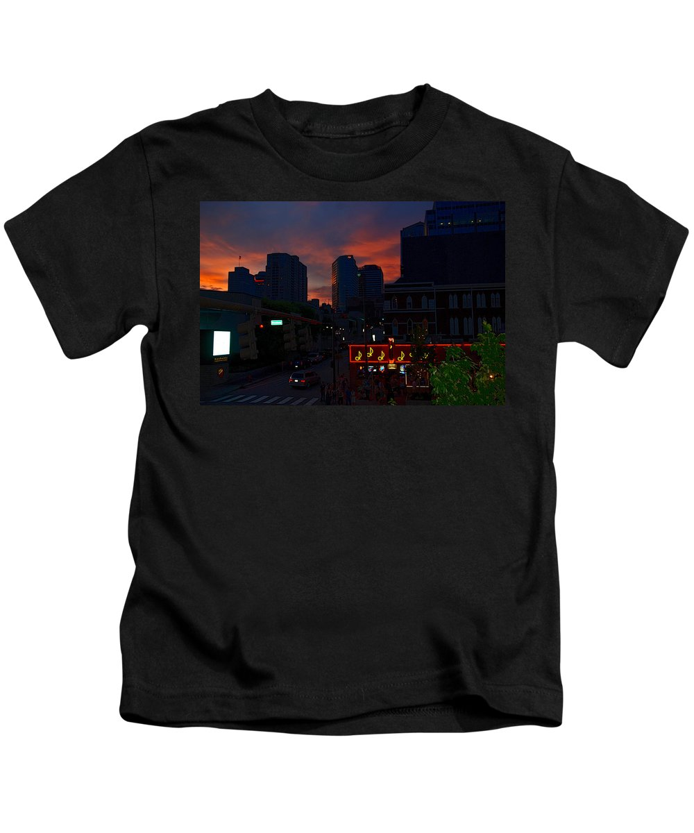 Nashville Photos Kids T-Shirt featuring the photograph Sunset Over Nashville by Susanne Van Hulst