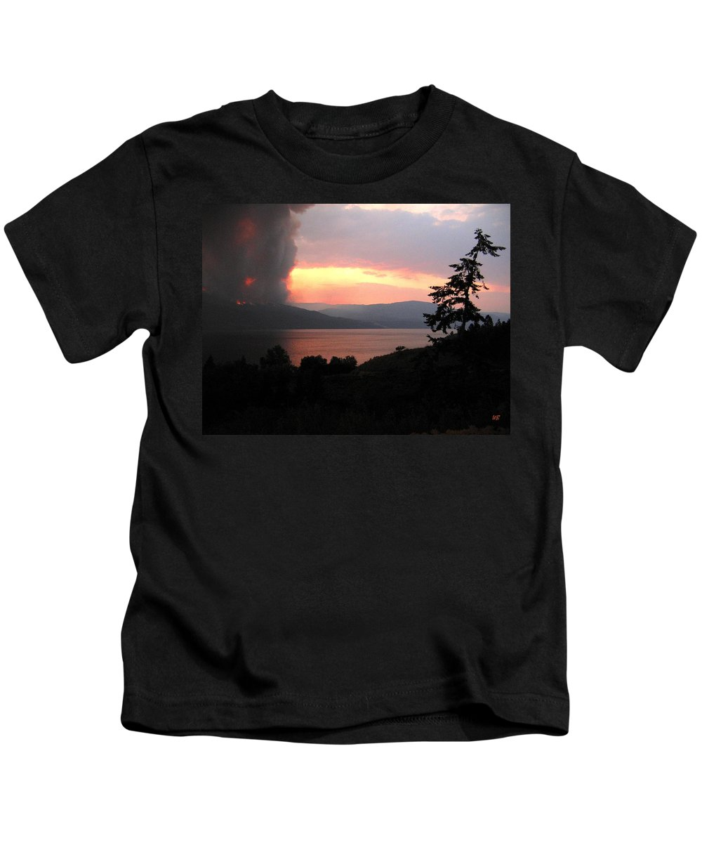 Forest Fire Kids T-Shirt featuring the photograph Terrace Mountain Fire 4 by Will Borden