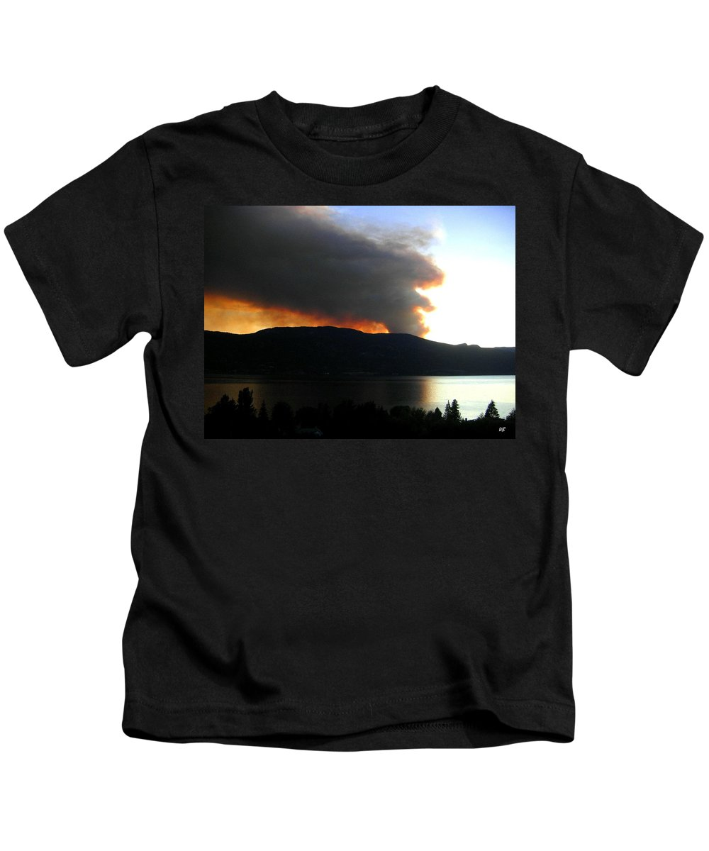 Forest Fire Kids T-Shirt featuring the photograph Terrace Mountain Fire by Will Borden