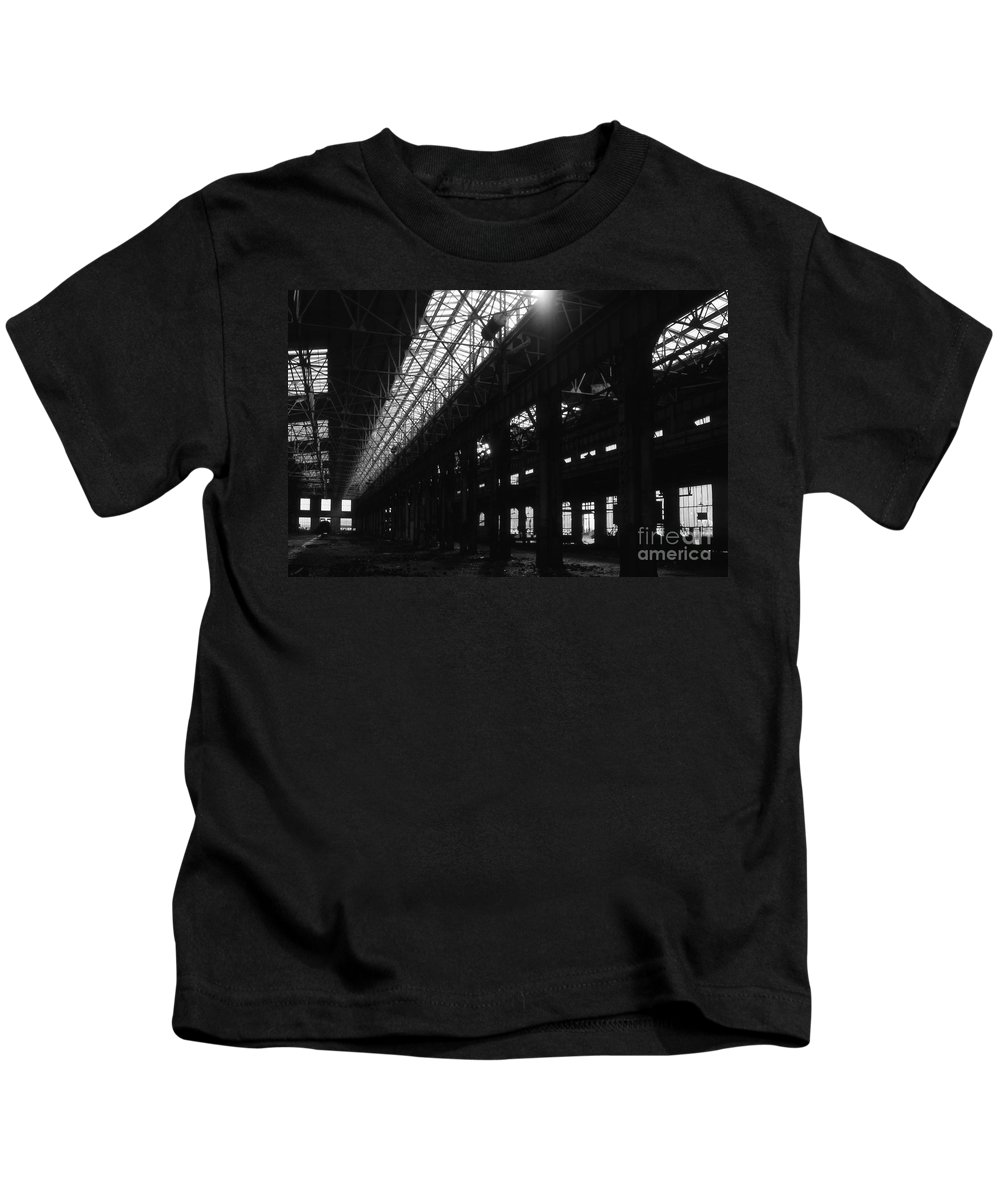 Buildings Kids T-Shirt featuring the photograph The Back Shop by Richard Rizzo