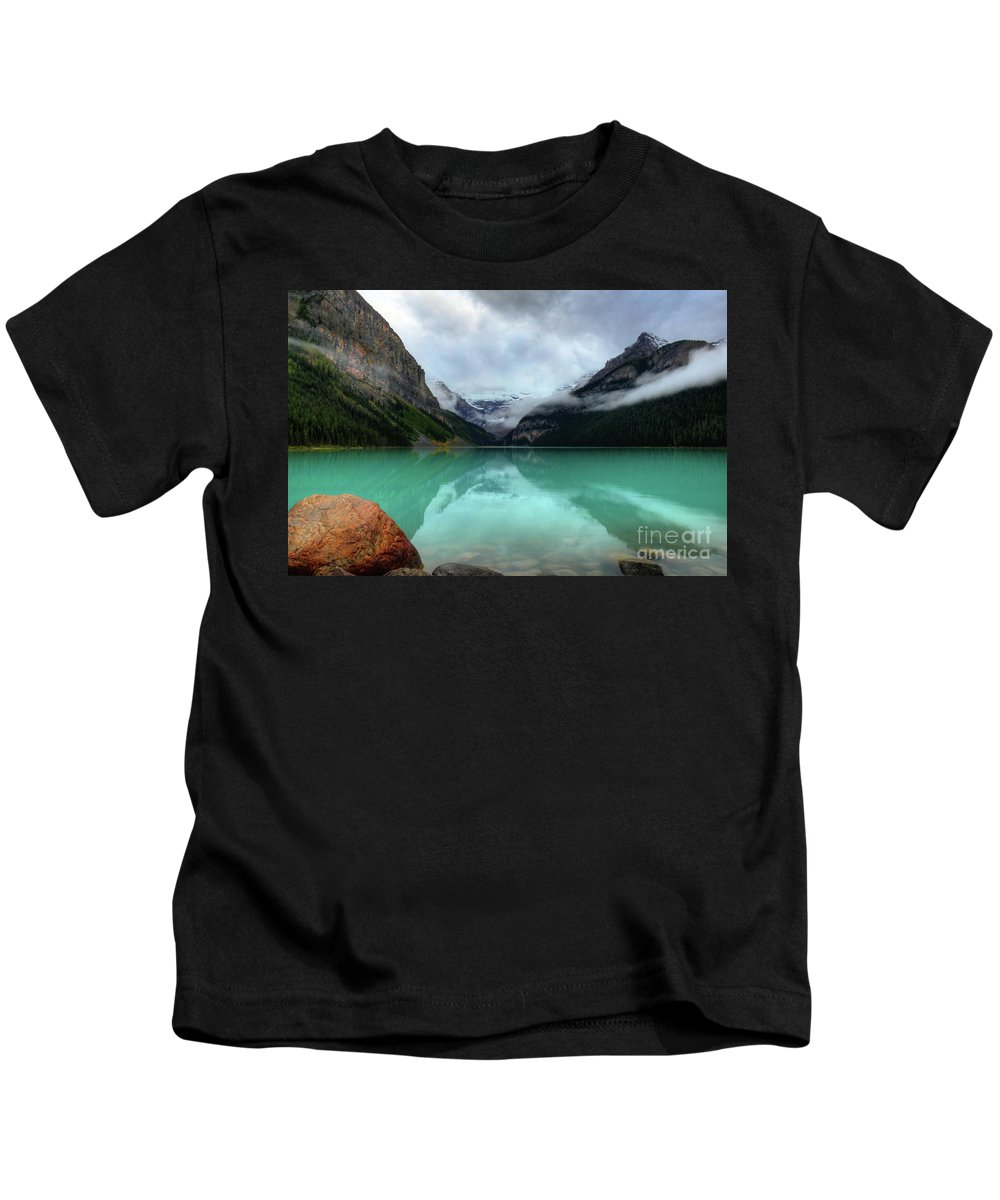 #photogtipsandtricks Kids T-Shirt featuring the photograph The Breathtakingly Beautiful Lake Louise Viii by Wayne Moran