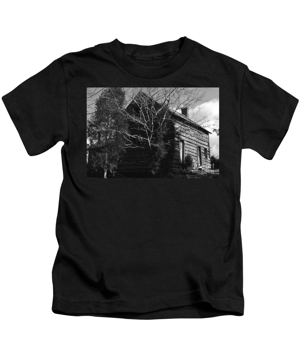 Cabins Kids T-Shirt featuring the photograph The Homestead by Richard Rizzo
