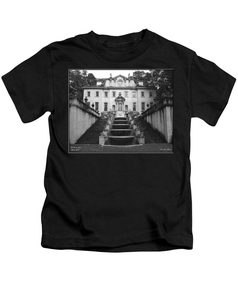 Historic Landmark Kids T-Shirt featuring the photograph The Swan House by Robert Meanor