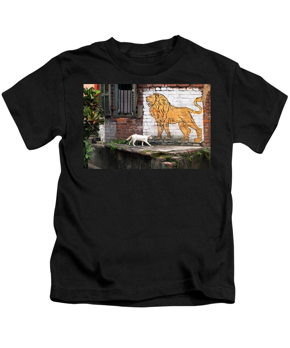 Bengali Kids T-Shirt featuring the photograph The White Cat by Marji Lang