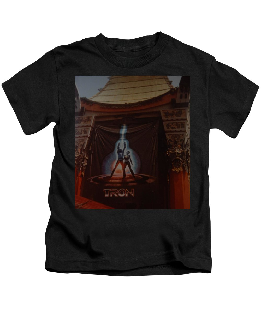Grumanns Chinese Theater Kids T-Shirt featuring the photograph Tron by Rob Hans