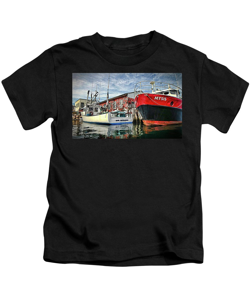 Seascape Kids T-Shirt featuring the photograph Tuna Fishing In Gloucester by David Vincent