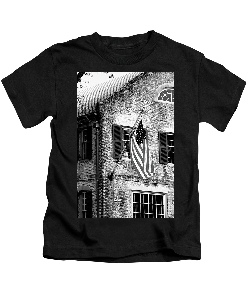 Colonial Kids T-Shirt featuring the photograph Us Flag In Colonial Williamsbug by Emanuel Tanjala