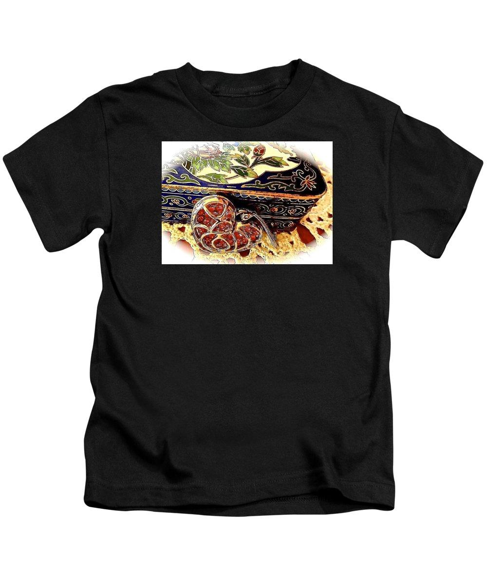 Kids T-Shirt featuring the photograph Valentine For Best Friends by Elizabeth Tillar