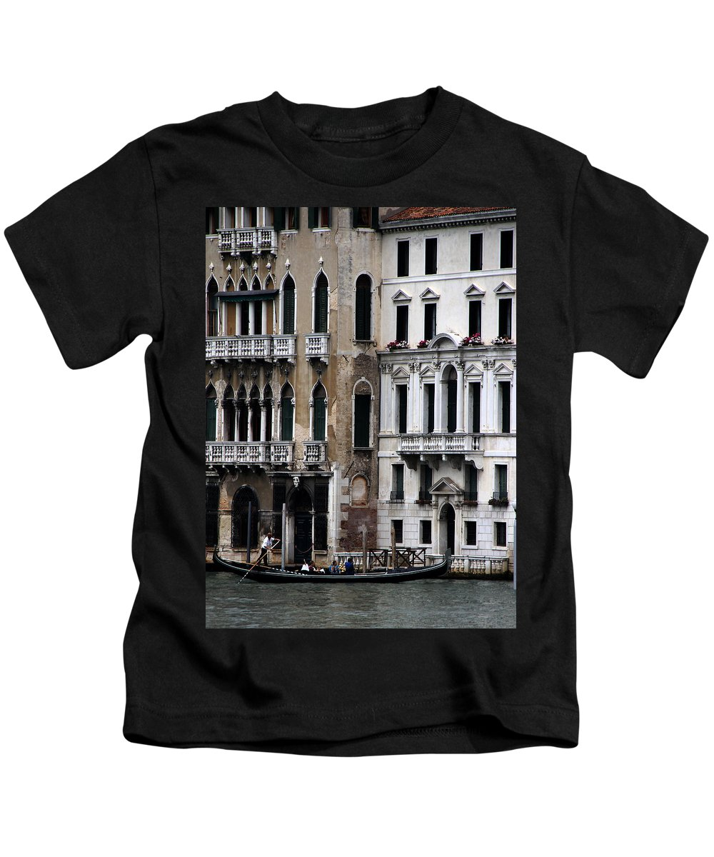 Venice Kids T-Shirt featuring the photograph Venice Gondolier 2 by Andrew Fare