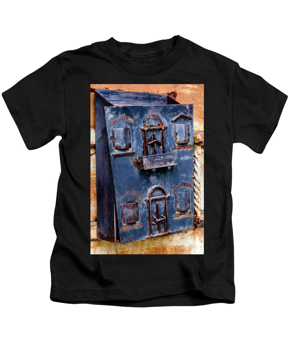 Vintage Kids T-Shirt featuring the photograph Vintage Mailbox by Wolfgang Stocker