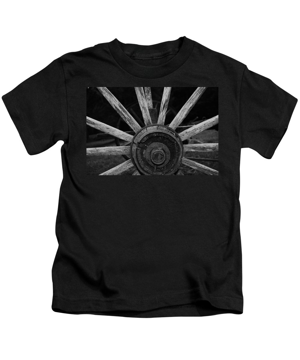 Virginia Kids T-Shirt featuring the photograph Wagon Wheel by Eric Liller
