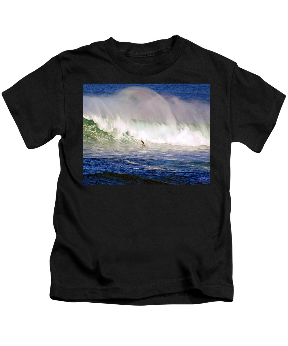 Contest Kids T-Shirt featuring the photograph Waimea Bay Wave by Kevin Smith