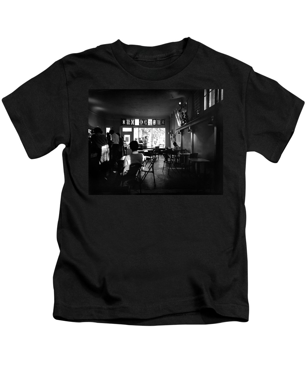 Sacramento Kids T-Shirt featuring the photograph Weatherstone Coffee House by Lee Santa