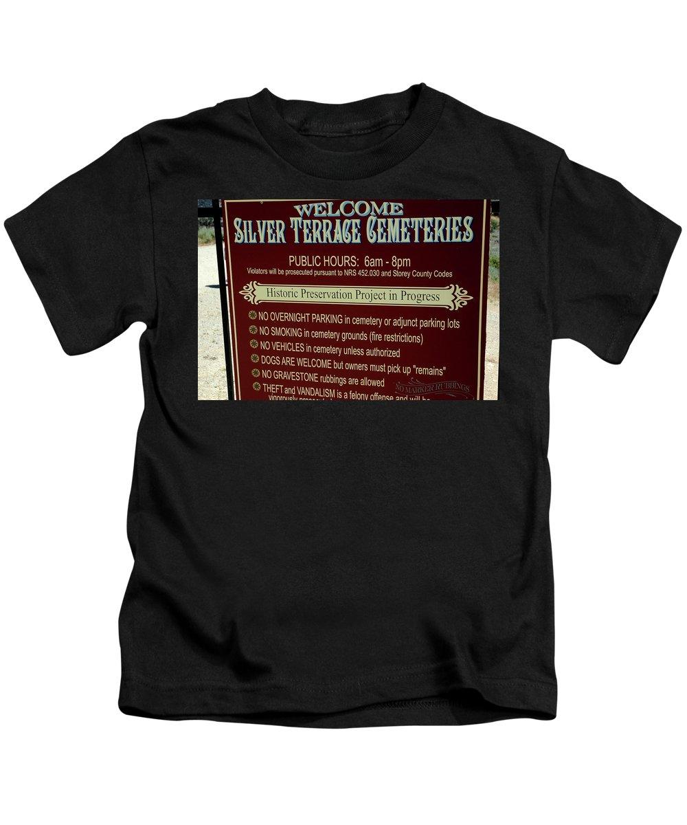 Usa Kids T-Shirt featuring the photograph Welcome Silver Terrace Cemeteries by LeeAnn McLaneGoetz McLaneGoetzStudioLLCcom