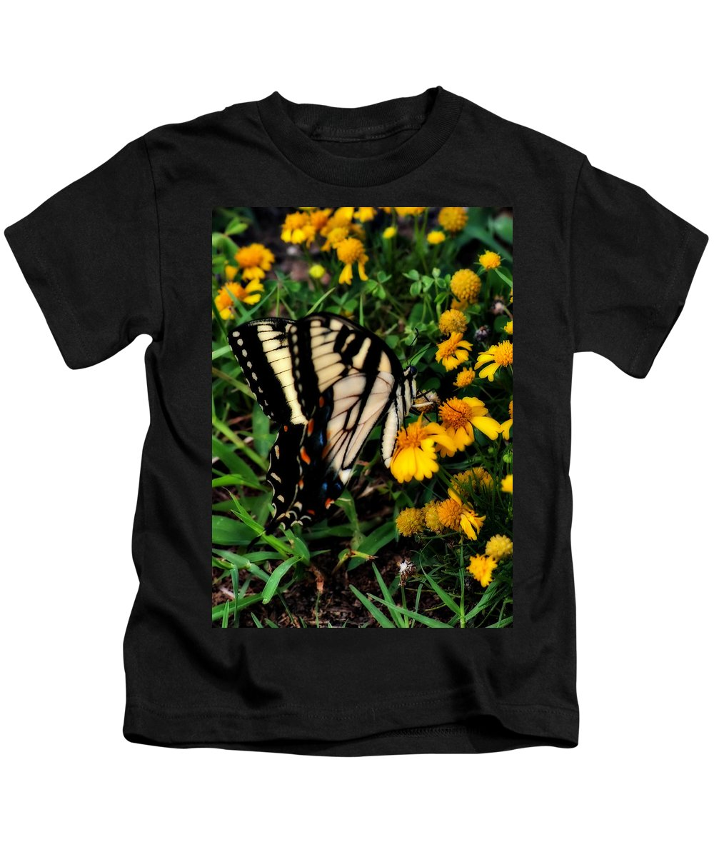 Butterfly Kids T-Shirt featuring the photograph White Wing Butterfly by Gary Adkins