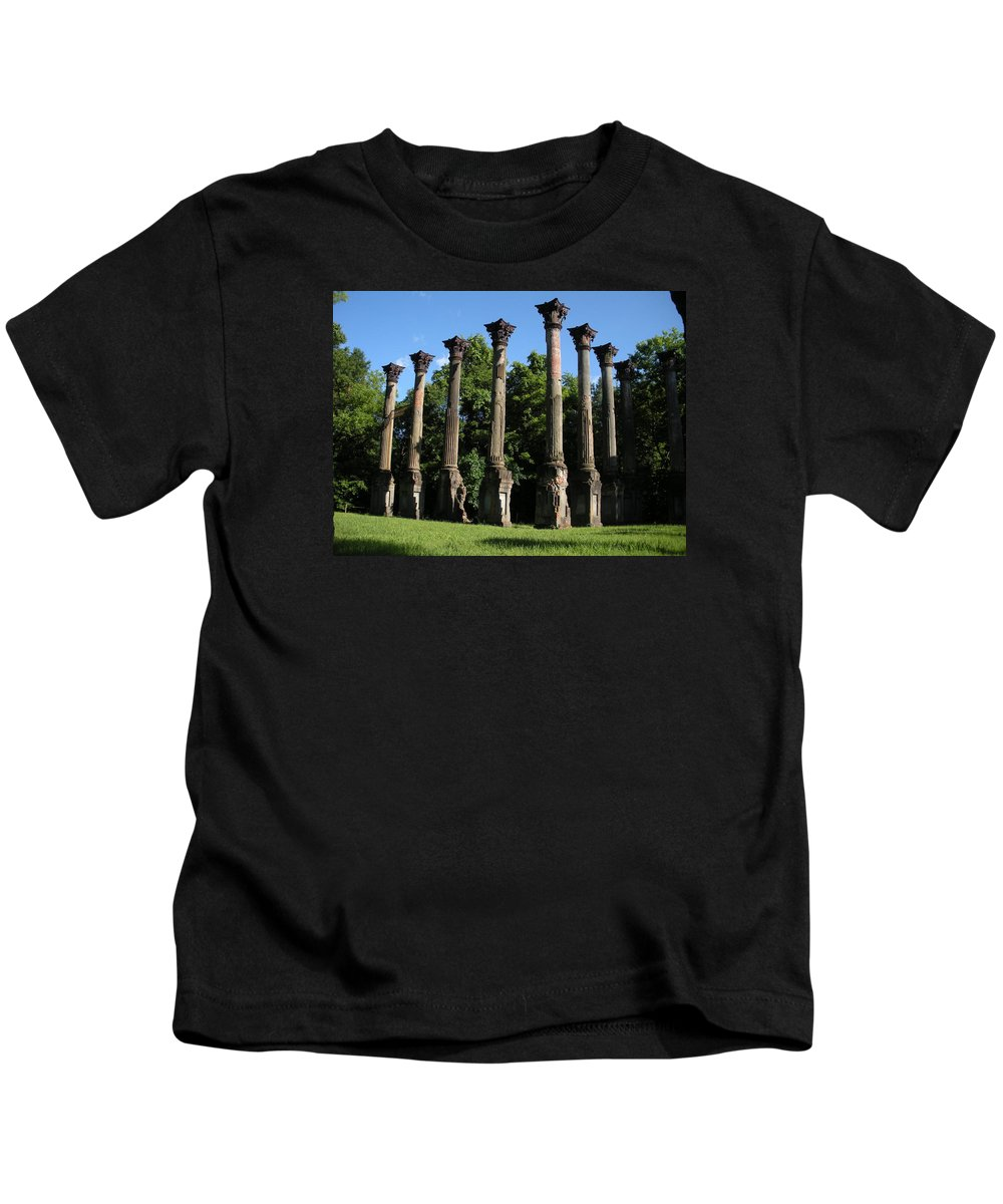 Plantation Kids T-Shirt featuring the photograph Windsor Mansion 1 by Nelson Strong
