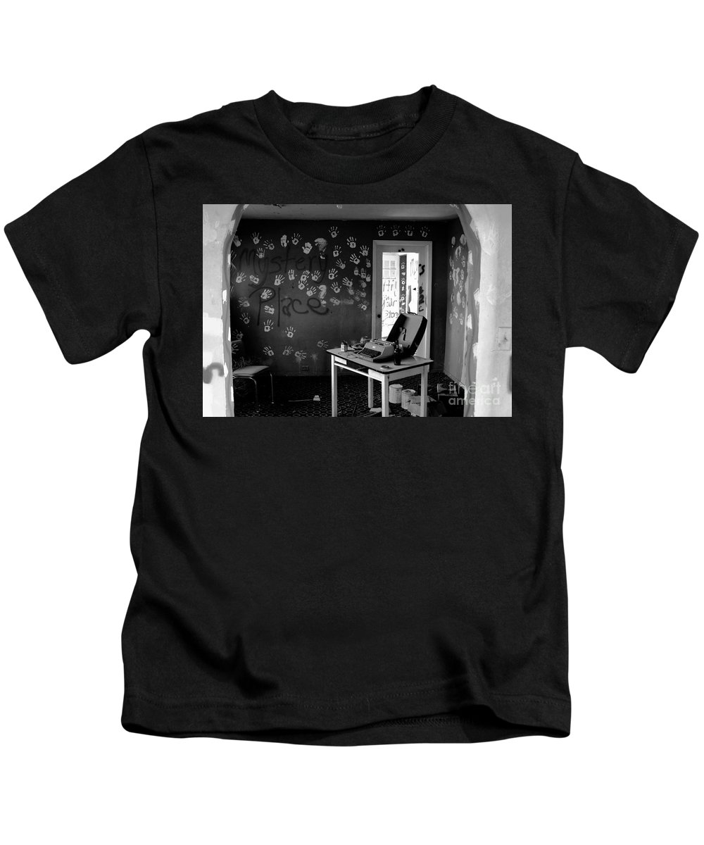 Writing Kids T-Shirt featuring the photograph Writers Station by David Lee Thompson