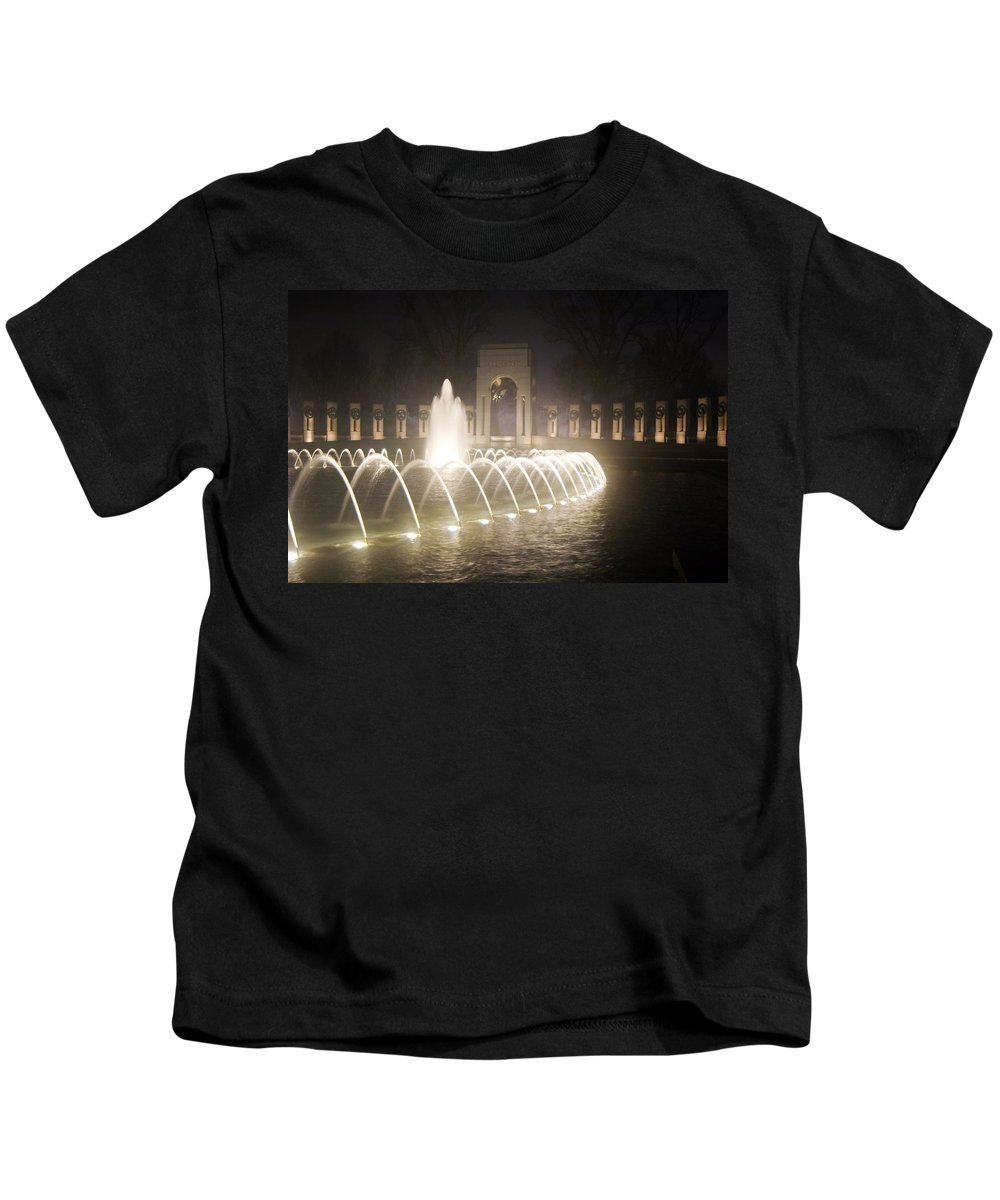Ww 2 Kids T-Shirt featuring the photograph Ww 2 Memorial Fountain by Francesa Miller
