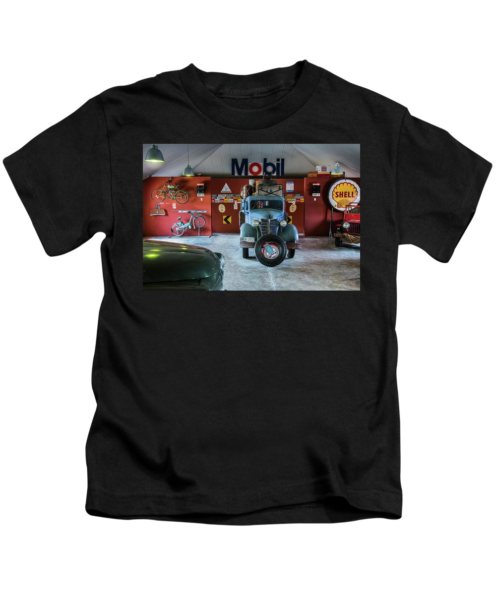 Old Kids T-Shirt featuring the photograph Canyon Roadhouse 2 by Claudio Maioli