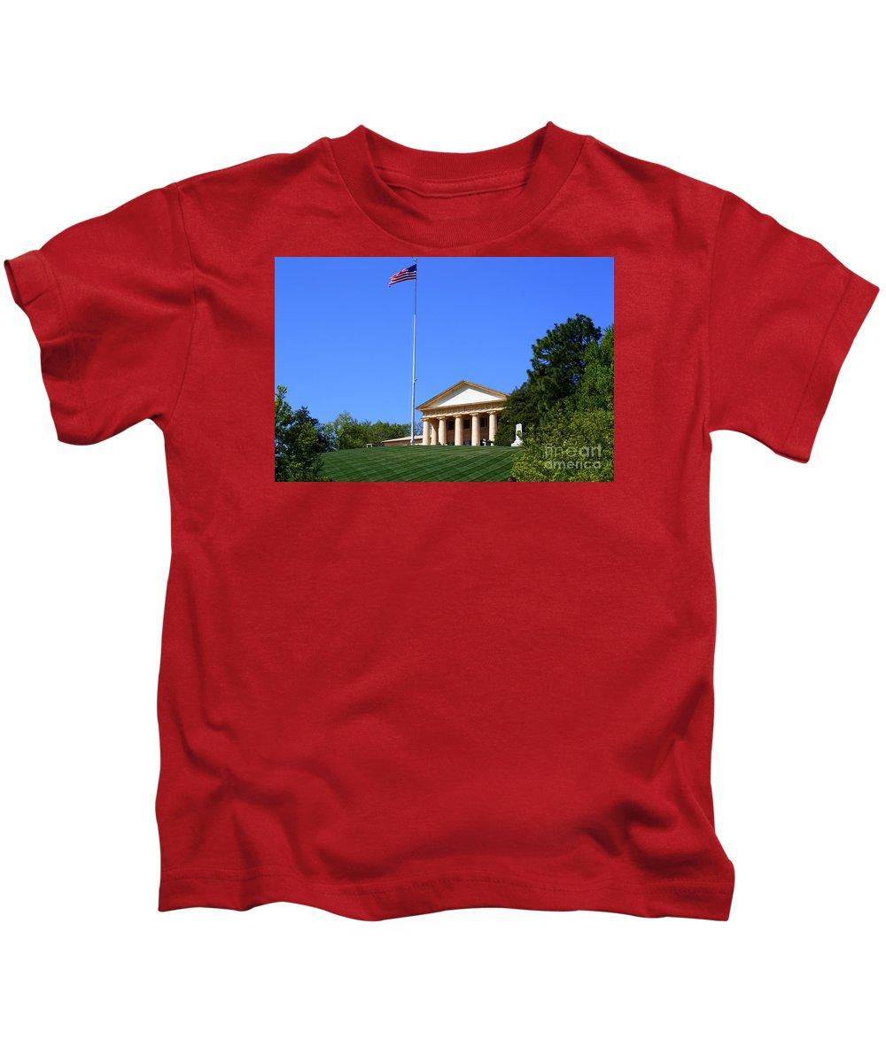Historic Arlington House Kids T-Shirt featuring the photograph Historic Arlington House by Patti Whitten