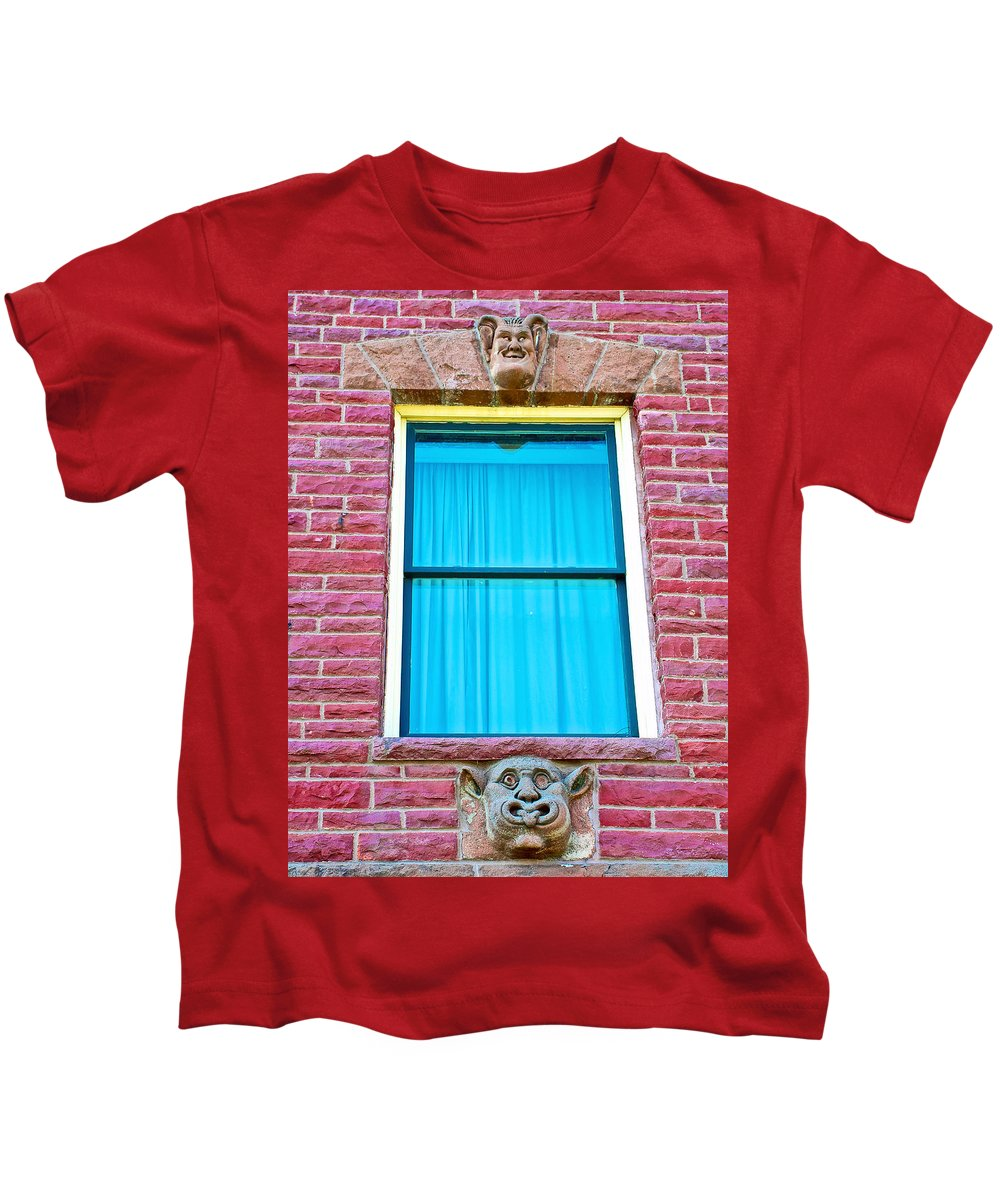 Two Gargoyle-like Figures Above And Below Window Of Moore Block In Pipestone Kids T-Shirt featuring the photograph Two Gargoyle-like Figures Above And Below Window Of Moore Block In Pipestone-minnesota by Ruth Hager