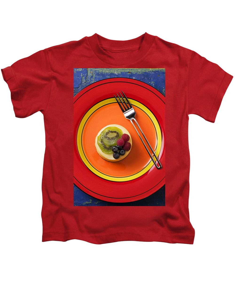 Cheesecake Kids T-Shirt featuring the photograph Cheesecake On Plate by Garry Gay