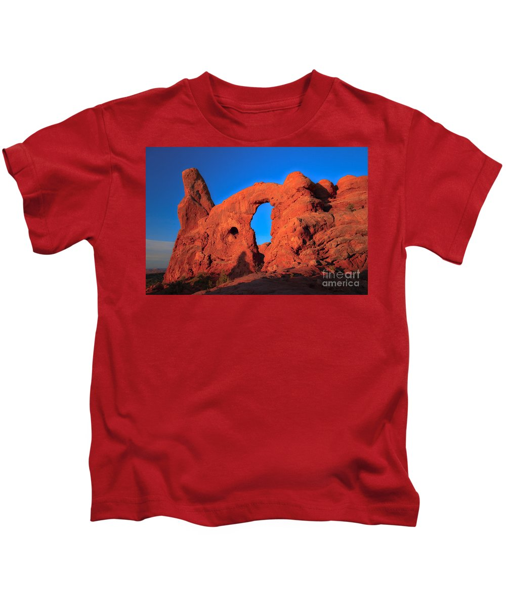 Turret Arch Kids T-Shirt featuring the photograph Morning Glow by Robert Bales