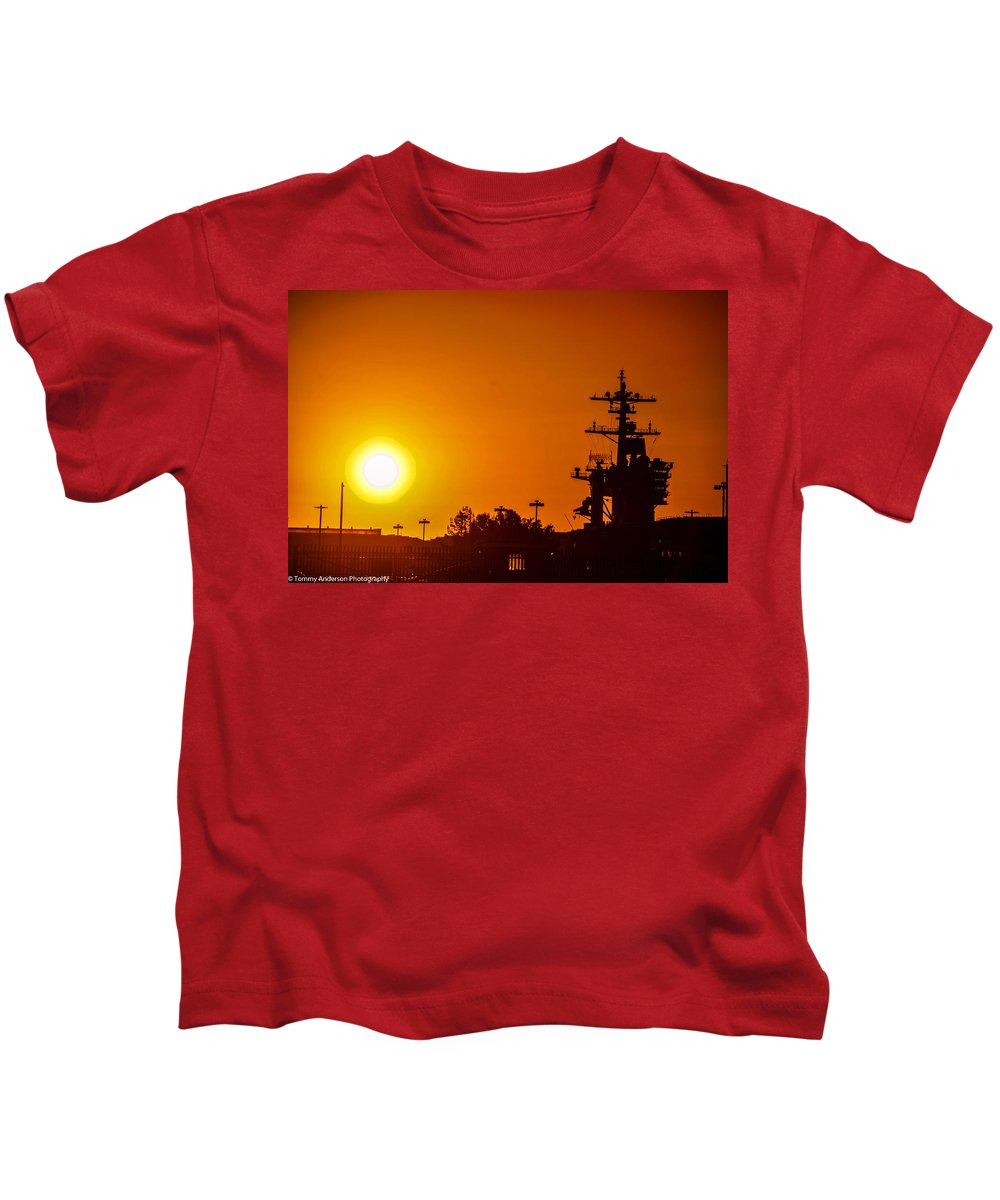 bf3fb2be1e1 uss-carl-vinson-at-sunset-3-tommy-anderson .jpg targetx 0 targety 0 imagewidth 440 imageheight 293 modelwidth 440 modelheight 590