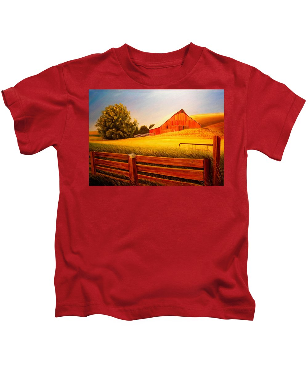 Wheat Kids T-Shirt featuring the painting La Crosse Barn by Leonard Heid