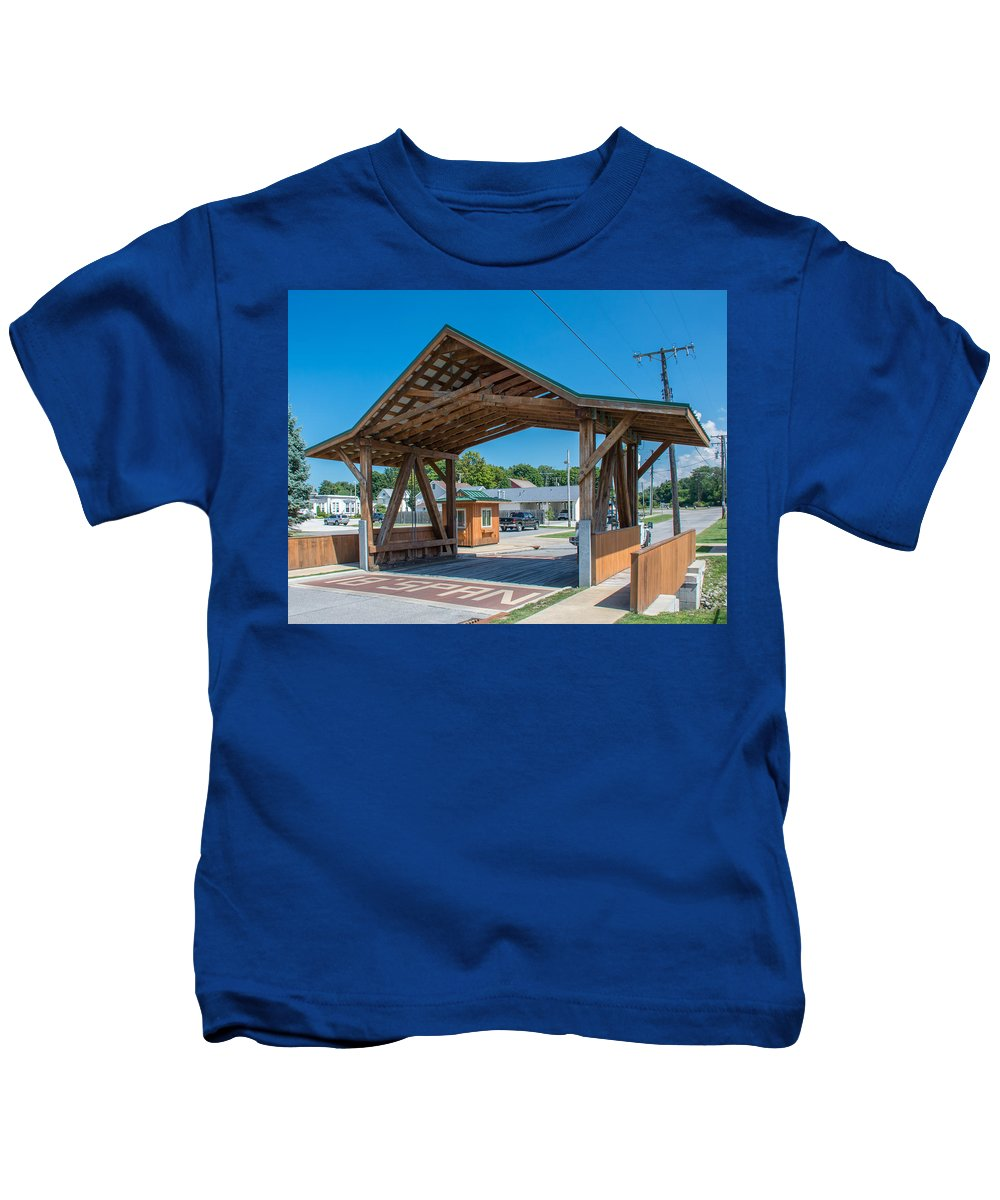 Ashtabula County Covered Bridges Kids T-Shirt featuring the photograph Ashtabula Collection - West Liberty Covered Bridge 7k02064 by Guy Whiteley