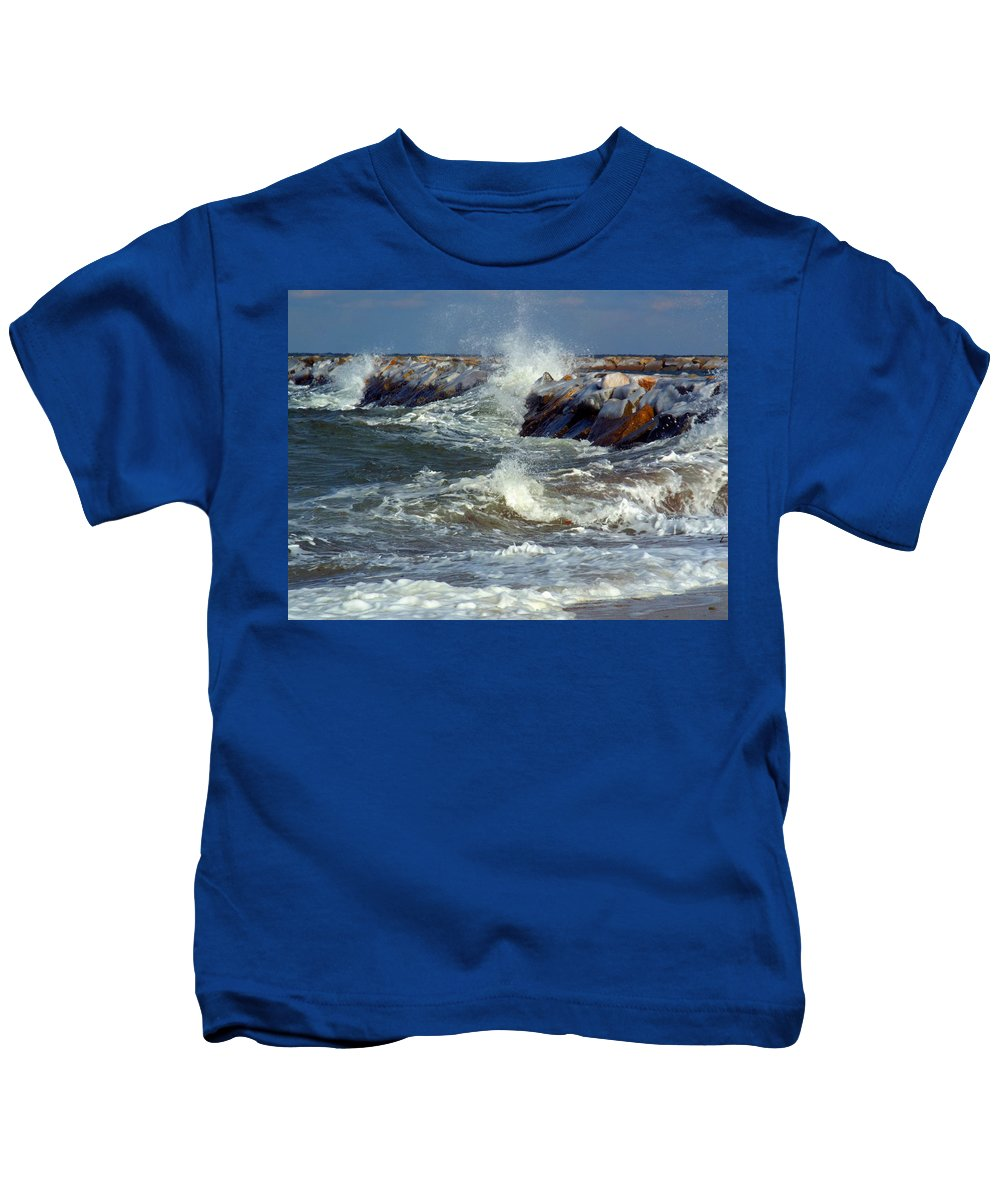 Jetty Kids T-Shirt featuring the photograph Icy Temperatures In Northeast by Dianne Cowen
