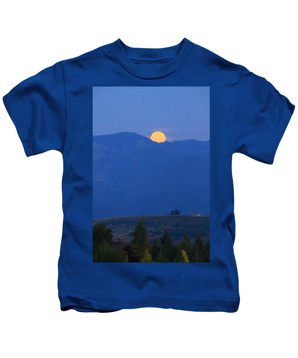 Super Moon Setting Kids T-Shirt featuring the photograph Moonset In The Morning by Catie Canetti