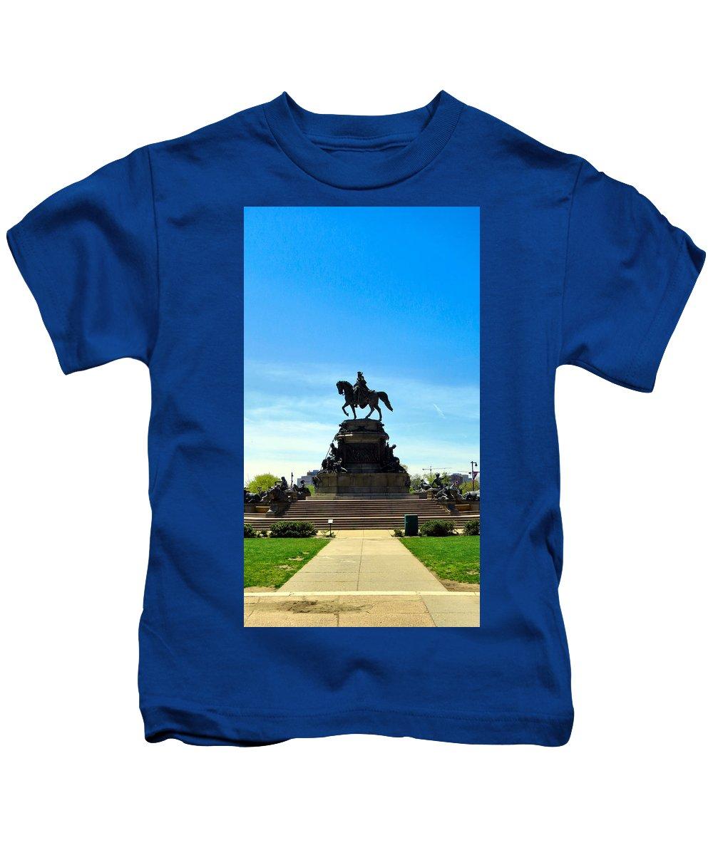 Philadelphia Kids T-Shirt featuring the photograph Eakins Oval by Art Dingo