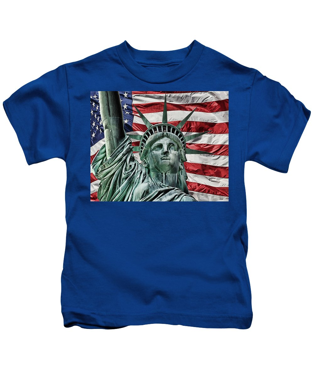 Lady Liberty Kids T-Shirt featuring the photograph Spirit Of Freedom by Joachim G Pinkawa