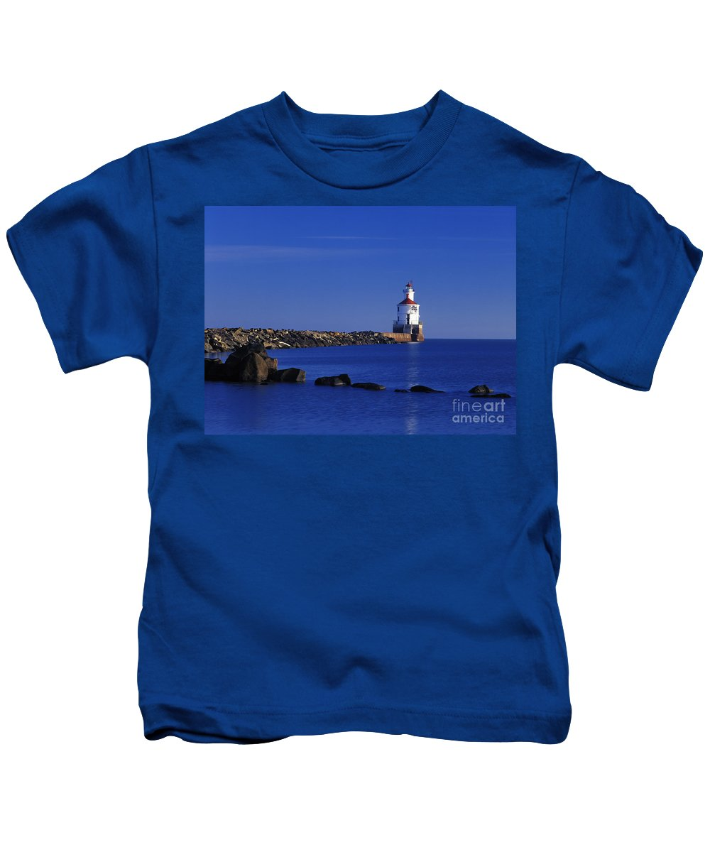 Wisconsin Kids T-Shirt featuring the photograph Superior South Lighthouse - Fm000036 by Daniel Dempster