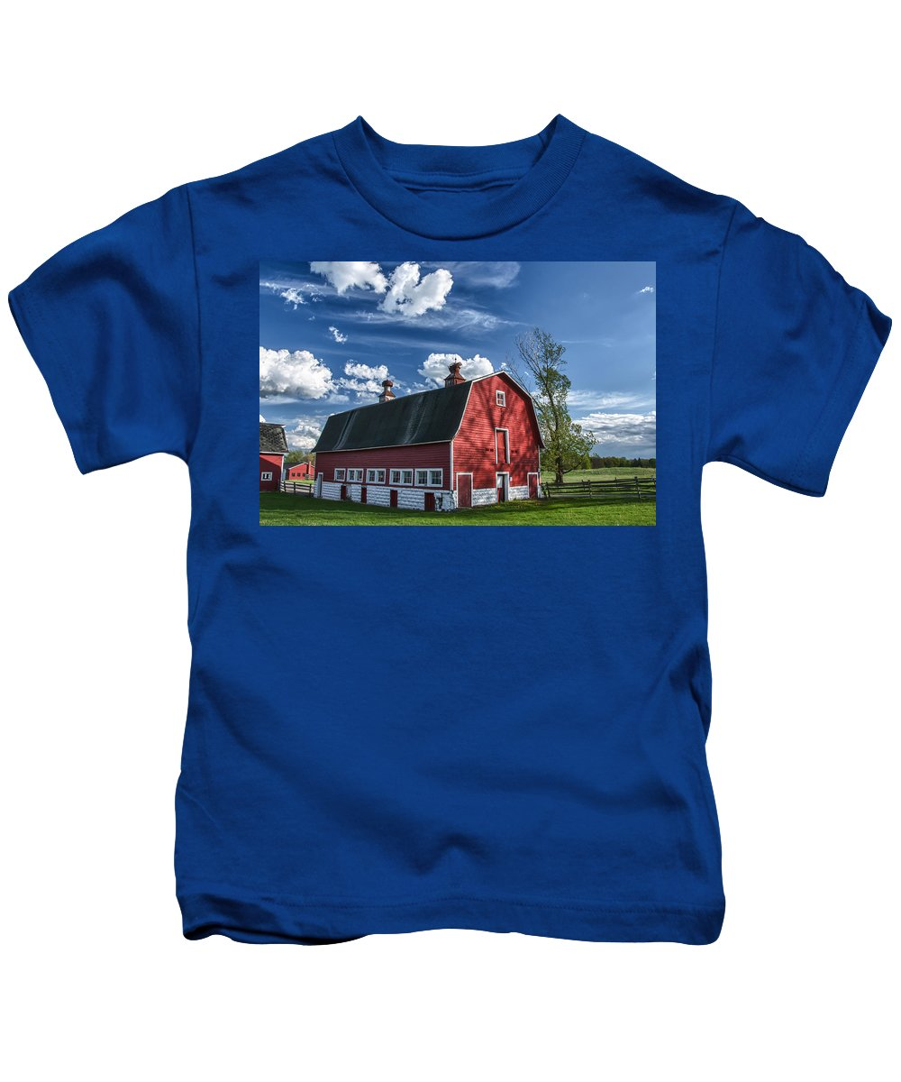Barn Kids T-Shirt featuring the photograph Knox Barn 13829c by Guy Whiteley