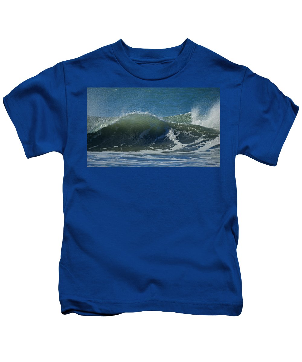 Beaches Kids T-Shirt featuring the photograph The Windblown Wave by Ernie Echols