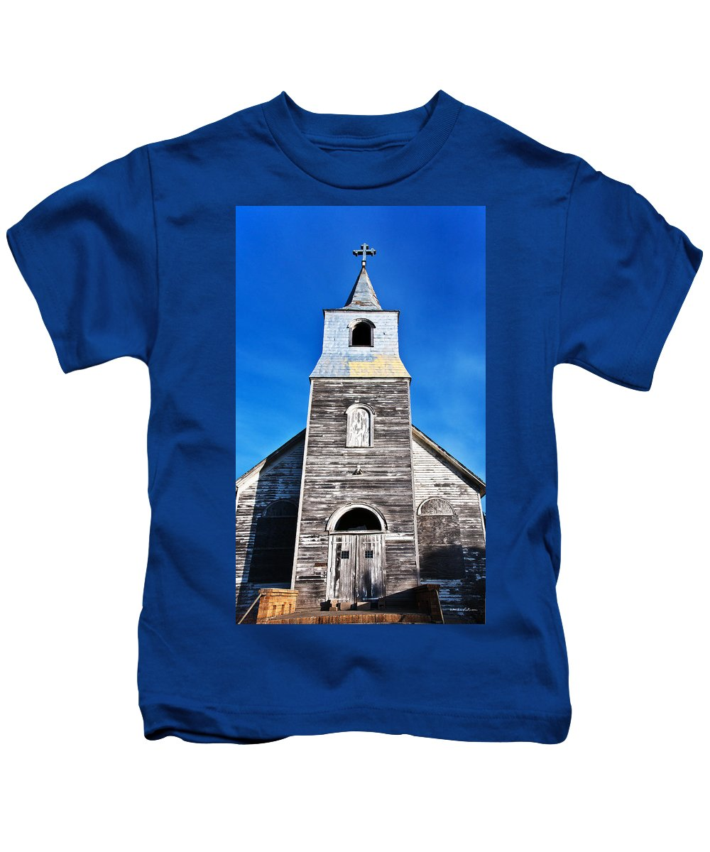 Church Kids T-Shirt featuring the photograph Welcome by Edward Peterson