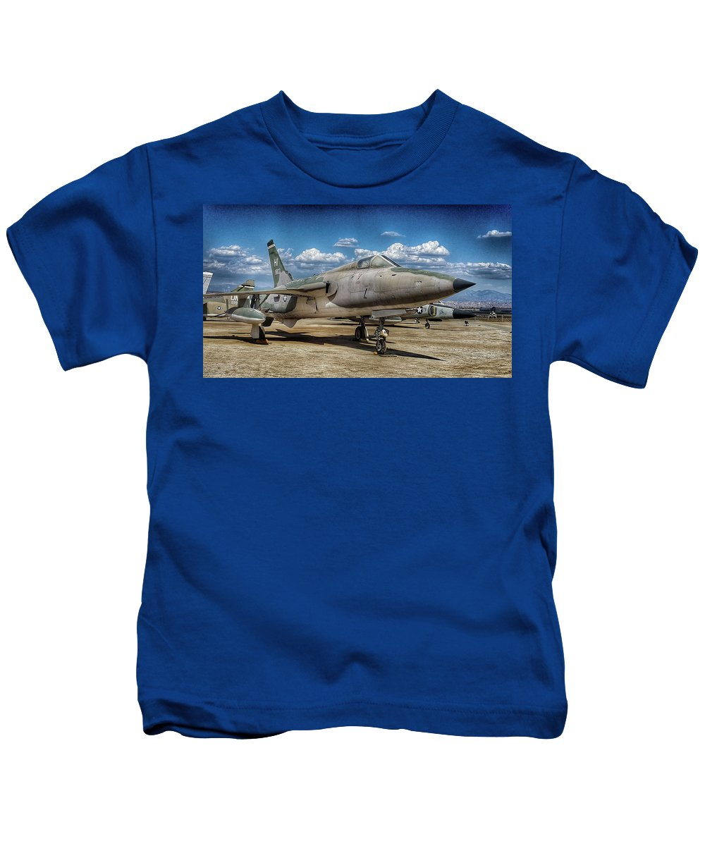 Republic F-105d Thunderchief Kids T-Shirt featuring the photograph Thud by Tommy Anderson