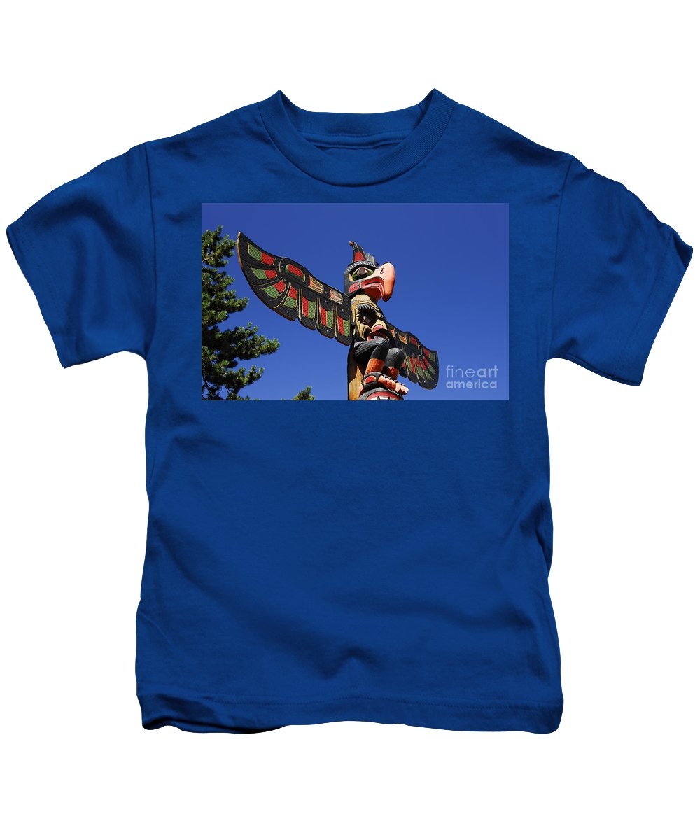 Totem Pole Kids T-Shirt featuring the photograph Blue Sky Totem by David Lee Thompson