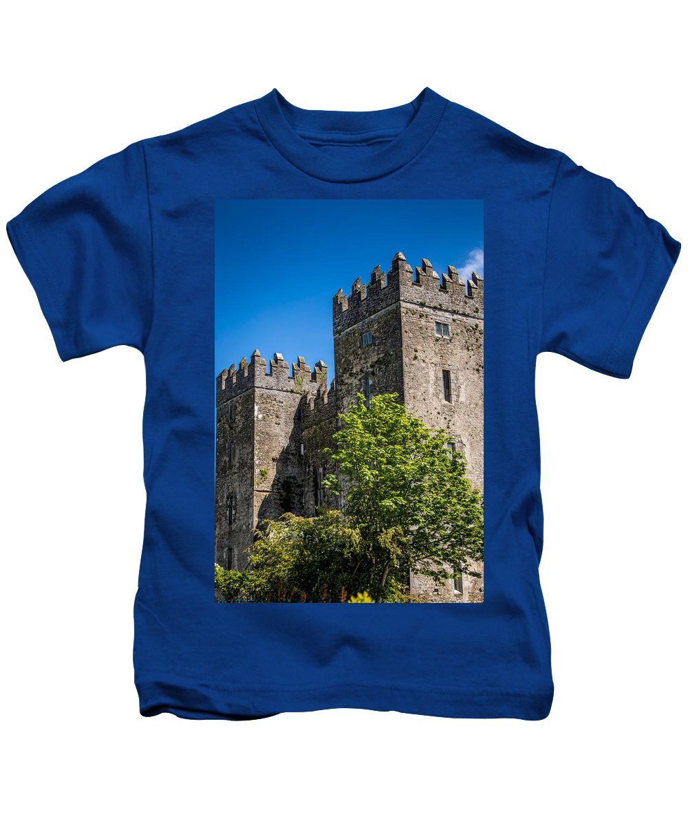 Ireland Kids T-Shirt featuring the photograph Bunratty Castle by Tony Noto