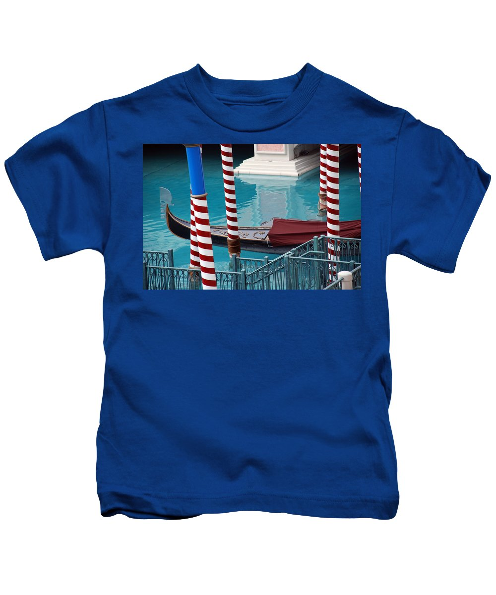 Las Vegas Kids T-Shirt featuring the photograph Greetings From Venice by Susanne Van Hulst