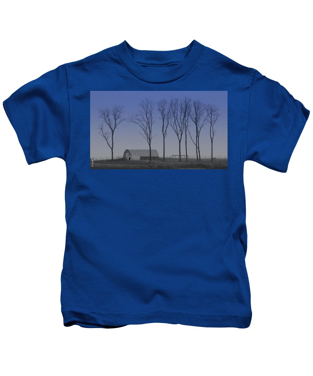 Matching Curves Kids T-Shirt featuring the photograph Matching Curves by Edward Smith