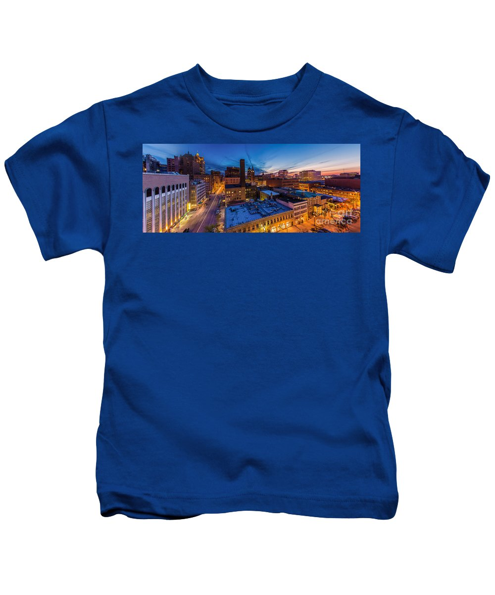 Cityscape Kids T-Shirt featuring the photograph Milwaukee Evening Glimmer by Andrew Slater