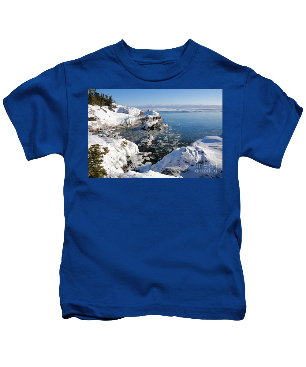 Pancake Ice Kids T-Shirt featuring the photograph Setting Ice On Superior by Sandra Updyke