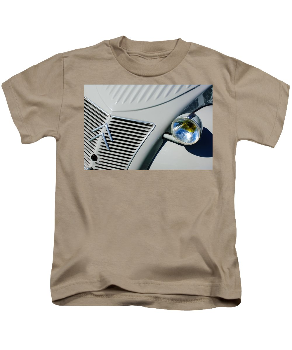 1956 Citroen 2cv Grille Kids T-Shirt featuring the photograph 1956 Citroen 2cv Grille -0081c by Jill Reger