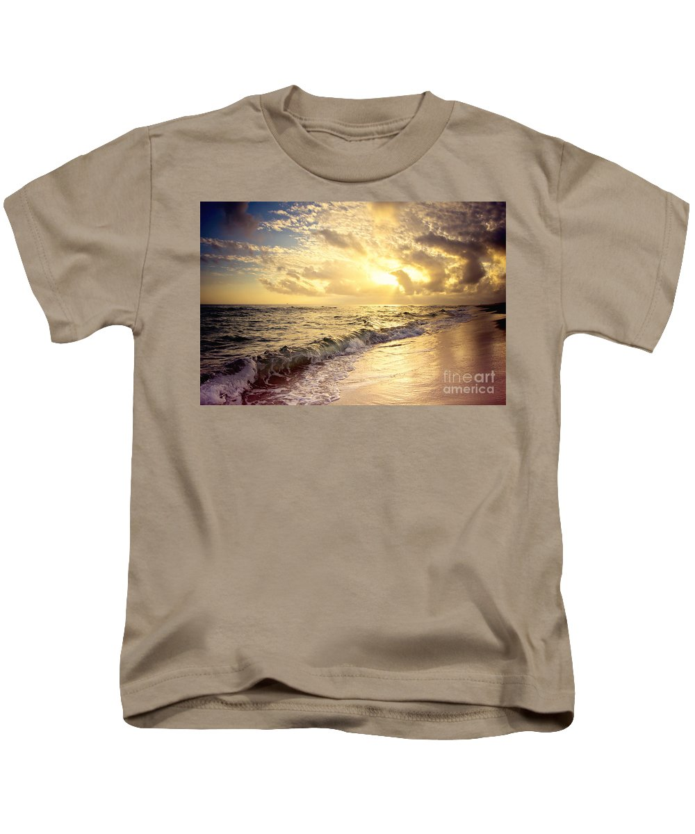 Ft Morgan Kids T-Shirt featuring the photograph Final Curtain by Joan McCool