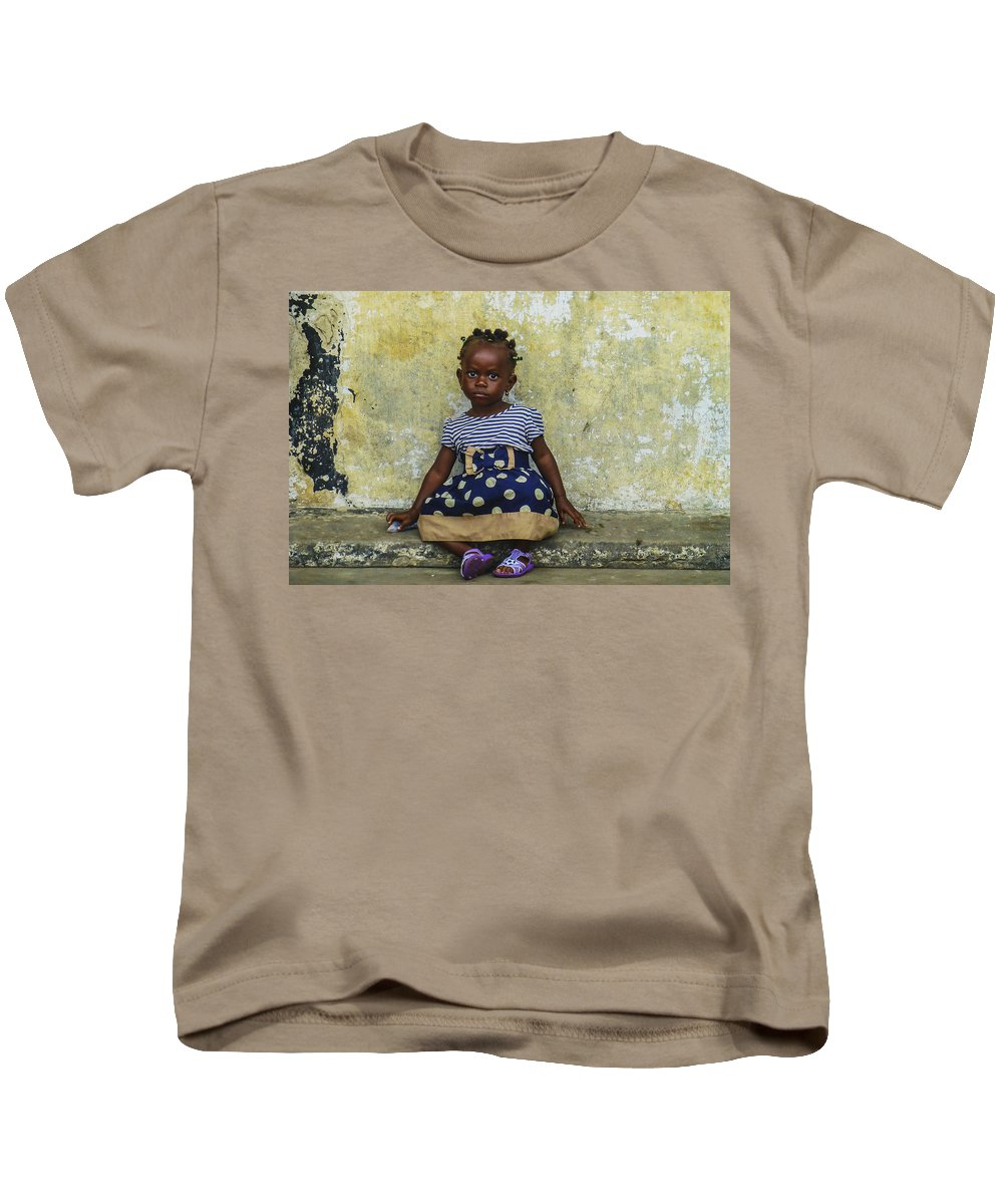 Accra Kids T-Shirt featuring the photograph Ghanaian Child by Roberto Pagani