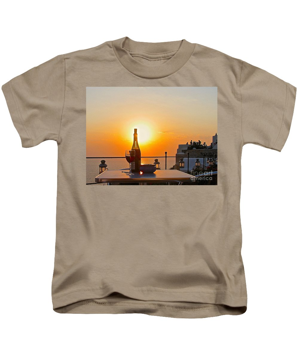 Greece Santorini Sunset Kids T-Shirt featuring the photograph Happy Hour by Suzanne Oesterling
